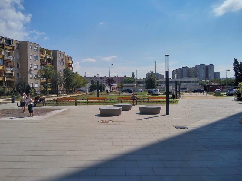 Heltai Jenő tér